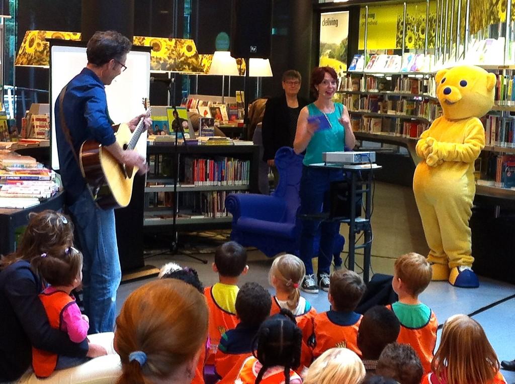 Ageeth de Haan zingt liedjes uit het BoekStartboekje Kleine Ezel
