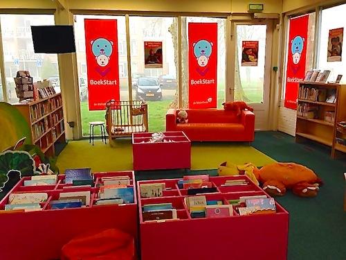 De mooie BoekStarthoek in de Bibliotheek Kampen