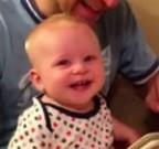 Uit de pers: Kleintje moet erg lachen tijdens het voorlezen