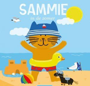 Als Sammie met zijn knuffel Job in het zwembadje spelen, krijgen ze ineens heel veel zin om naar de zee te gaan. Wat is de zomer toch fijn!