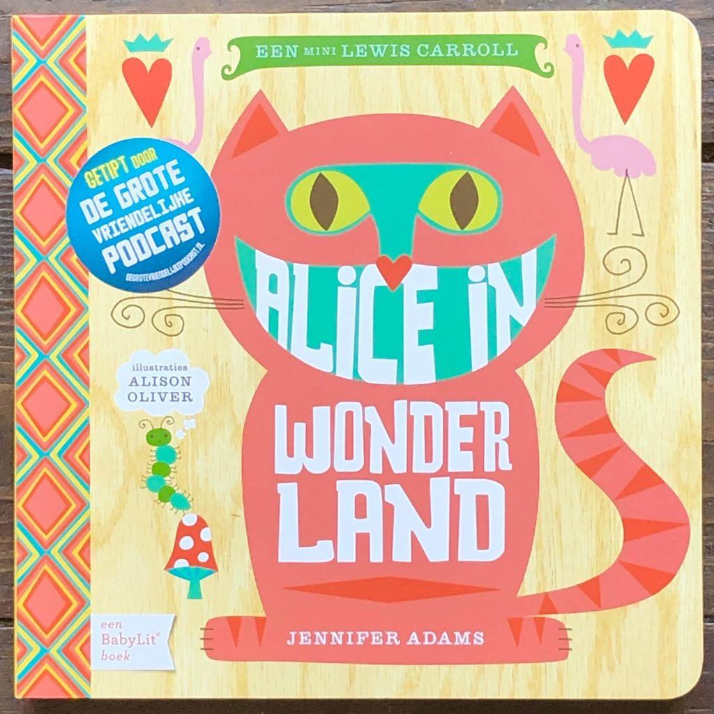 Kartonboekje 'Alice in Wonderland' van Jennifer Adams is onze boekentip voor je dreumes.