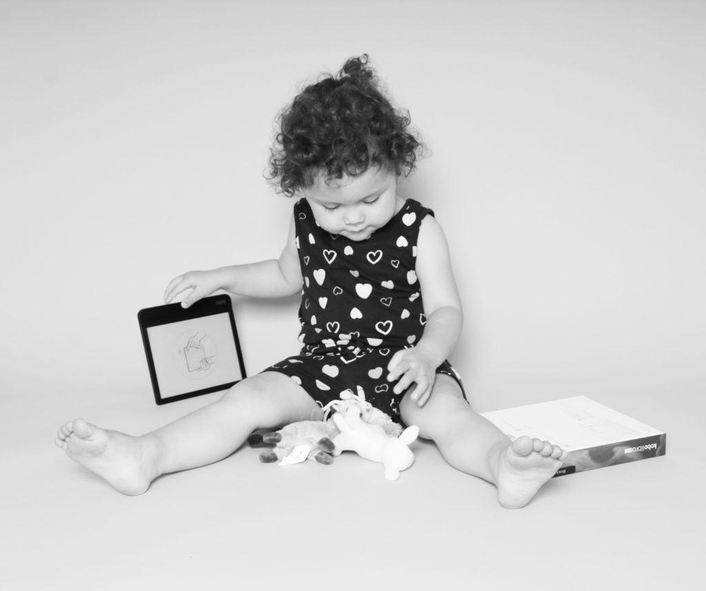 Milou (2 jaar) won tijdens de zomer een e-reader met onze actie.